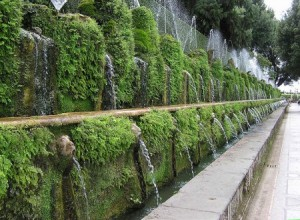 800px-One.hundred.fountain.at.villa.d'este.arp