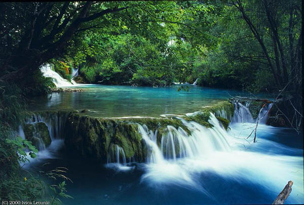 croatian-national-park-lakes-and-waterfalls