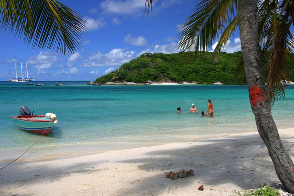 Grenadinen_Tobago_Bay_nude-beach