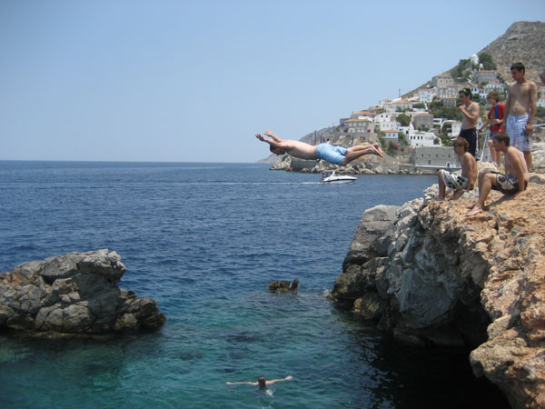 tourist-cliff-dive