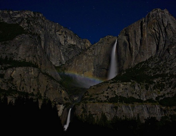 Upper-Yosemite-Falls-Moonbow