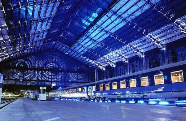 nuit blanche_train station